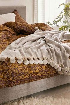 Pyper Pom Pom Throw Blanket