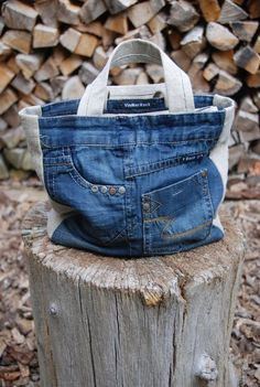 Denim bag - old Jeans bag - recycled Jeans denim Sacs Tote Bags, Tote Purse, Jean Purses, Purses And Bags, Diy Sac, Denim Purse, Denim Ideas, Denim Crafts, Handmade Bags