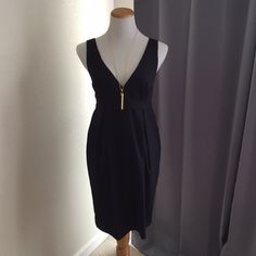 Navy tulip skirt dress! Form flattering navy dress with silky green lining. Fabric has hinted stripes and made out of polyester, rayon and spandex. In great condition. Tulle Dresses