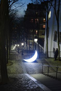 Leonid Tishkov - travels with his 'Private Moon'