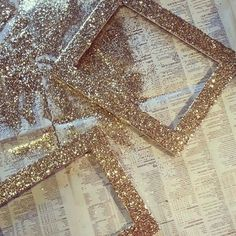 Pick up thrifted picture frames and use glitter, glue and a paintbrush for this easy glitter frame DIY project. Glitter Frame, Gold Glitter, Glitter Hair, Glitter Makeup, Glitter Picture Frames, Glitter Clothes, Glitter Nikes, Glitter Pictures, Yellow Glitter