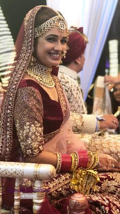 19 Super Dazzling Real Brides That Slayed in the Nude Makeup Look Indian Bridal Outfits, Indian Bridal Lehenga, Indian Bridal Fashion, Red Lehenga, Lehenga Choli, Indian Dresses, Bridal Dresses, Lehenga Wedding, Sabyasachi