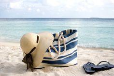 Wie kannst Du sicher gehen, dass Deine Strandtasche die schönste ist? Einfach selber nähen: http://www.erdbeerlounge.de/fashion/styling-tipps/strandtasche-naehen-deine-neuer-beach-liebling/
