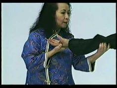 劉莉莉國際鷹爪國術總會- Lily Lau Eagle Claw Kung Fu - 72 Joint Locks Part 2.mov - YouTube