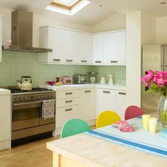 White-gloss kitchen units | Contemporary kitchen ideas | Kitchen | PHOTO GALLERY | Style at Home | Housetohome.co.uk