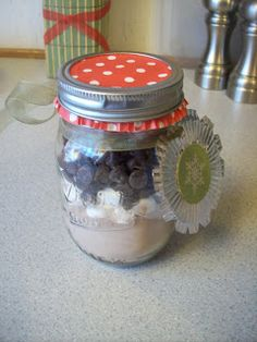DIY Gifts - Hot Cocoa Jars: Layers of homemade hot cocoa mix, mini marshmallows, chocolate chips and mints in a mason jar make a delicious gift!