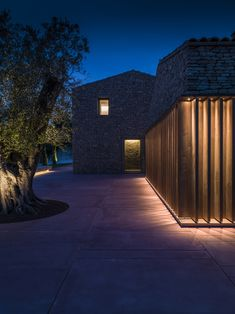 Image 17 of 44 from gallery of AP House Urbino / GGA gardini gibertini architects. Photograph by Ezio Manciucca Villa Architecture, Light Architecture, Contemporary Architecture, Contemporary Design, Facade Lighting, Exterior Lighting, Outdoor Lighting, Architectural Lighting Design, Landscape Lighting Design
