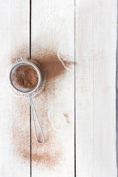 If you're looking for a healthy chocolate substitute for sleepy Sunday baking, try cacao powder. It's raw, full of antioxidants and tastes great too! Food Background Wallpapers, Food Backgrounds, Food Photography Styling, Food Styling, Makeup At Home, Wellness Mama, Bakery Logo, Homemade Cosmetics, Baking Ingredients