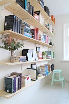 45 Trendy Ideas Home Office Ideas Corner Bookshelves Corner Bookshelves, Wood Bookshelves, Bookcase, Library Shelves, Bookshelf Ideas, Shelving Ideas, Shelves For Books, Track Shelving, Homemade Bookshelves