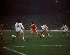 Bayern de Munique-Benfica - (2ª mão dos quartos de final da Taça dos Campeões Europeus). 17/3/1976 (Estádio Olímpico de Munique). António Bastos Lopes, Beckenbauer, Messias e Barros.