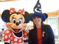 Minnie Mouse at the Plaza Inn character breakfast.    (Disney Eats)