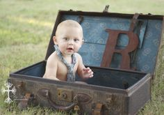 6 Month Picture Ideas For Baby Boys - Bing Images I spotted a vintage trunk like this recently - I'll go snag it if you like this look! 6 Month Baby Picture Ideas Boy, Baby Boy Pictures, Newborn Pictures, 6 Month Pictures, Milestone Pictures, Baby Monat Für Monat, Baby Boy Photography, Photography Ideas, Landscape Photography
