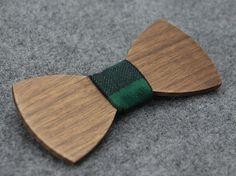 elegante Fliege aus Holz als Geschenk für Brautführer