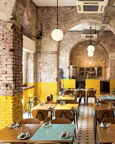 Home Interior De Mexico Today, we take a closer look at this dim sum restaurant in Hong Kong that impresses us with its stunning retro decor. Brick Interior, Yellow Interior, Restaurant Interior Design, Restaurant Interiors, Industrial Restaurant Design, Vintage Restaurant Design, Pizzeria Design, Industrial Cafe, Interior Shop