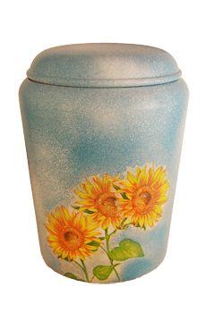 Design Biourne von Nona Mela mit Sonnenblumen auf hellblauem Hintergrund. /  biodegradable funeral urn with sunflowers on sky blue background. Artist: Nona Mela