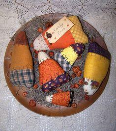 Primitive Candy Corn Ornies Pattern ET Primitive Halloween Decor, Primitive Fall Crafts, Primitive Autumn, Primitive Christmas, Primitive Decor, Country Christmas, Christmas Christmas, Primitive Stitchery, Cowboy Christmas