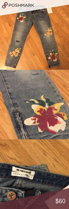 FREE PEOPLE skinny leg capris Super cute NEVER WORN crapris with floral prints and a bit of a distressed look! Free People Jeans Skinny