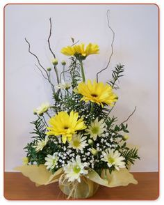 Birthday flowers bouquet floral arrangements vase 46 Ideas for 2019 Small Flower Arrangements, Flower Arrangement Designs, Funeral Flower Arrangements, Ikebana Arrangements, Small Flowers, Flower Designs, Altar Flowers, Church Flowers, Funeral Flowers
