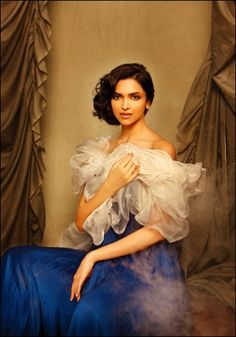 wanna make a small poster of this for my dorm :) Bollywood Photos, Bollywood Celebrities, Bollywood Style, India Fashion, Hijab Fashion, Indian Actresses, Actors & Actresses, Dipika Padukone, Deepika Padukone Style