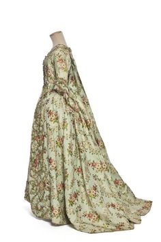 Robe à la française. 1760-1765. France | Centre de documentation des musées - Les Arts Décoratifs