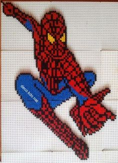 DECO.KDO.NAT: Perles hama: spiderman accroché