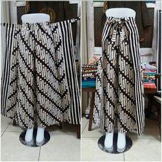 Kulot Batik, Mode Batik, Batik Kebaya, Batik Dress, Frock Fashion, Batik Fashion, Fashion Pants, Kurta Designs, Pants Pattern