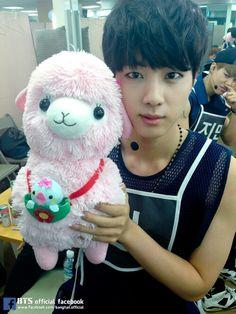 Jin and a llama (LOL Jimin in the back) *i saw this llama at the mall lol