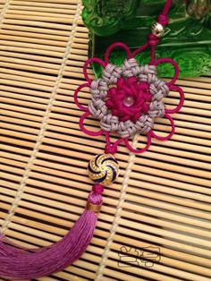 One of My Favorite Macrame Tutorial Site ~ Use upper left side links & then browse through bottom page # links to look through all the things posted in that category