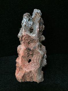 A creatividade de Man nunca cesaba, atopando beleza en todo aquilo que a natureza puña ante os seus ollos, convertendo pedaciños de madeira en auténticas esculturas cheas de vida. (Número de rexistro C.M.G.03367) La creatividad de Man nunca cesaba, encontrando belleza en todo aquello que la naturaleza ponía delante de sus ojos, convirtiendo pedacitos de madera en auténticas esculturas llenas de vida. (Número de registro C.M.G.03367)