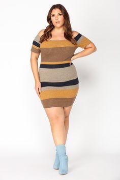 Beautiful curvy girl fashion for beatitul curves.
