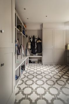 That is a mud room!  Johnston Parke Interiors - Oxford - desire to inspire - desiretoinspire.net