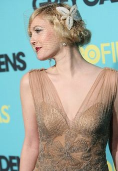 I dettagli del look anni '20 di Drew Barrymore