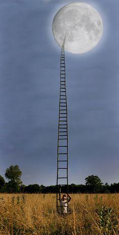 Als ik naar deze foto kijk gaan mijn ogen zo via die ladder naar de maan toe. Ik wil hier ook wel wat mee gaan doen in mijn eindwerk.