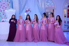 Who run the world? G I R L S 💃🏻 #bridesmaids#wedding#afghanwedding_#afghandukht#fashion#dress#makeup#beauty#flowers#boquet#afghanius#afghaniis#dreamwedding4u#weddinggoals#dreamweddingdresses#weddingdresslookbook#weddingwire#weddingdiary