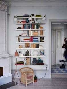Våra Hem – Historiska hem - home/mobel Home Decor Signs, Unique Home Decor, Cheap Home Decor, Home Living Room, Living Room Decor, Living Spaces, Living Room Inspiration, My New Room, Home Decor Accessories