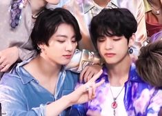 Shared by ɢᴏʟᴅᴇɴ ɪᴅᴏʟ⁷. Find images and videos about gif, bts and jungkook on We Heart It - the app to get lost in what you love. Vkook Gif, Vkook Memes, Vkook Fanart, Bts Memes, Taekook, Namjin, Foto Bts, Bts Photo, Bts Taehyung
