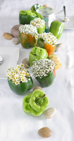 Green peppers – art de la table (This is a fantastic idea for daisies ! ) ~