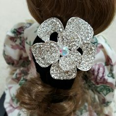 NWOT Hair Fashion Accessories Tie Fancy Flower in Silver Crystal Design Ladies Hair Tie Accessories