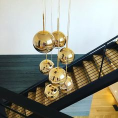 Tom Dixon unveils the mesmerizing Mirror Ball collection! The Mirror Ball 25 pendant light is the smallest in the collection. Its design is exceptionally. Tom Dixon, Design Your Home, New Home Designs, Celine Wright, Home Goods Decor, Home Decor, Perriand, Mirror Ball, Mirror Effect