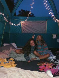 Best friend pictures, friend photos, bff pictures, camping friends, g Bff Pics, Photos Bff, Cute Friend Pictures, Friend Photos, Camping Ideas, Go Camping, Camping Hacks, Camping Friends, Family Camping