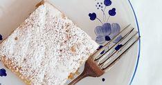Hozzávalók 30X40 cm-es tepsihez: A tésztájához: 60 dkg liszt 20 dkg vaj 5 dkg cukor 2,5 dkg friss élesztő 1 mokkáskanál szódabikarb... Vaj, Cukor, Tableware, Dinnerware, Tablewares, Dishes, Place Settings