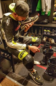 A collection of Guys In Sport Biker Leathers Motard Sexy, Smelly Shoes, Suits And Sneakers, Latex Men, Mens Leather Pants, Bike Leathers, Motorcycle Suit, Biker Boys, Biker Gear