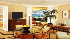 Four Seasons Executive Suite – Ocean View; wooden louvred doors afford you access to stunning views on the lanai and seclude your bedroom for enhanced privacy
