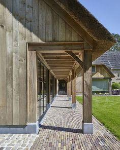 Cottage garage via Bibeline Designs