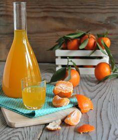 liquore al mandarino Cocktail Garnish, Cocktail Drinks, Cocktail Recipes, Wine Recipes, Finger Food Desserts, Finger Foods, Limoncello, Homemade Liqueur Recipes, Honey Packaging