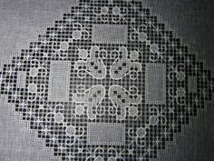 Filet Crochet, Needlework, Diy And Crafts, Embroidery, Rugs, Lace, Decor, Hand Embroidery, Mesh