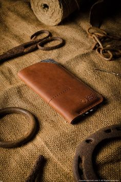 This case / wallet was designed for iPhone 7, iPhone 7 plus and iPhone SE size phones, It is made of premium Crazy Horse type leather and 100% wool felt. - two pockets for credit card and cash on the