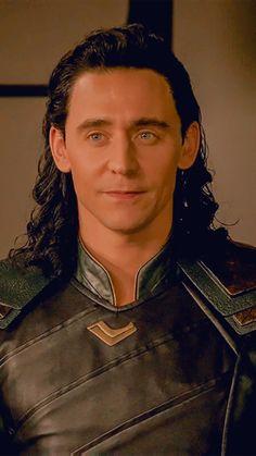 Loki Avengers, Marvel Actors, Loki Thor, Marvel Characters, Marvel Avengers, Thomas William Hiddleston, Tom Hiddleston Loki, Loki Laufeyson, Loki Aesthetic