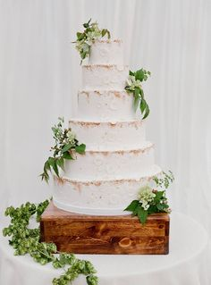 Subtle brass accenting and floating aspen leaves lend texture and movement to this Megan Joy Cakes wedding cake. Jose Villa Photography Wedding Cake Designs, Wedding Cupcakes, Cake Wedding, Minimal Wedding, Wedding Cake Inspiration, Wedding Ideas, Wedding Decorations, Beautiful Wedding Cakes, Beautiful Cakes