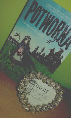 """In the heaven of books: #15 Recenzja - """"Potworna"""""""